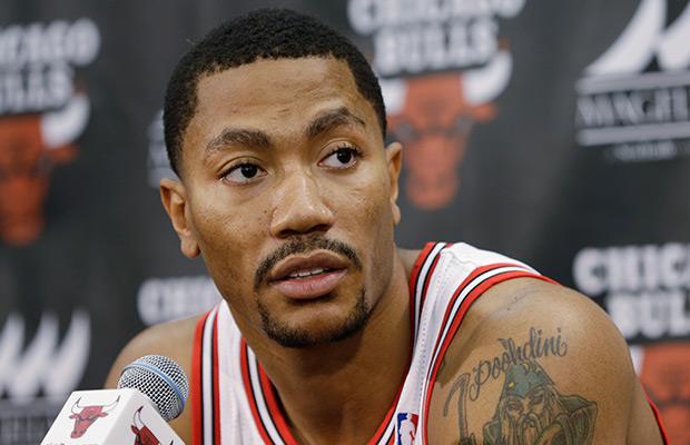 Chicago's Rose injures right knee